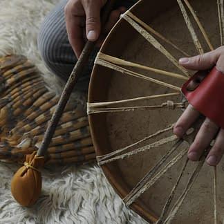 bain-sonore-tambour-chamanique-chamanisme-rogramme Neuro-Linguistique-PNL-chine-bol-tibetain-cloche-ame-musique-relaxation-son-formation-art-de-vivre-de-l'etre-unifie-gong-bougie-theiere-chinoise-relaxation-the-ceremonie-encens-formation-respiration-chamanique-therapie-france-paris-soin-pratique-energetique-holistique-reiki-chamanique-energéticien-développement-personnel-psycho-corporel-bien-etre-magnetisme-respiration-bain-sonore-peur-tristesse-colere-anxiete-stress-burn-out-jalousie-conflit-angoisse-panique-covid-rancune-paresse-recherche-de-soi-qui-je-suis-rejet-bourreau-victime-dominant-soumis-joie-amour-positif-confiance-foi-paix-calme-abondance-argent-bonheur