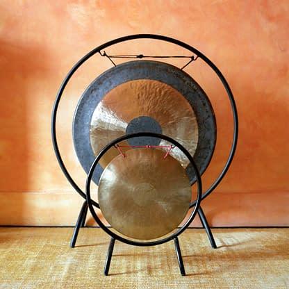 Comment le gong et la musique s'inscrivent dans la méthode psycho-corporelle du thérapeute Romain Salomon ?