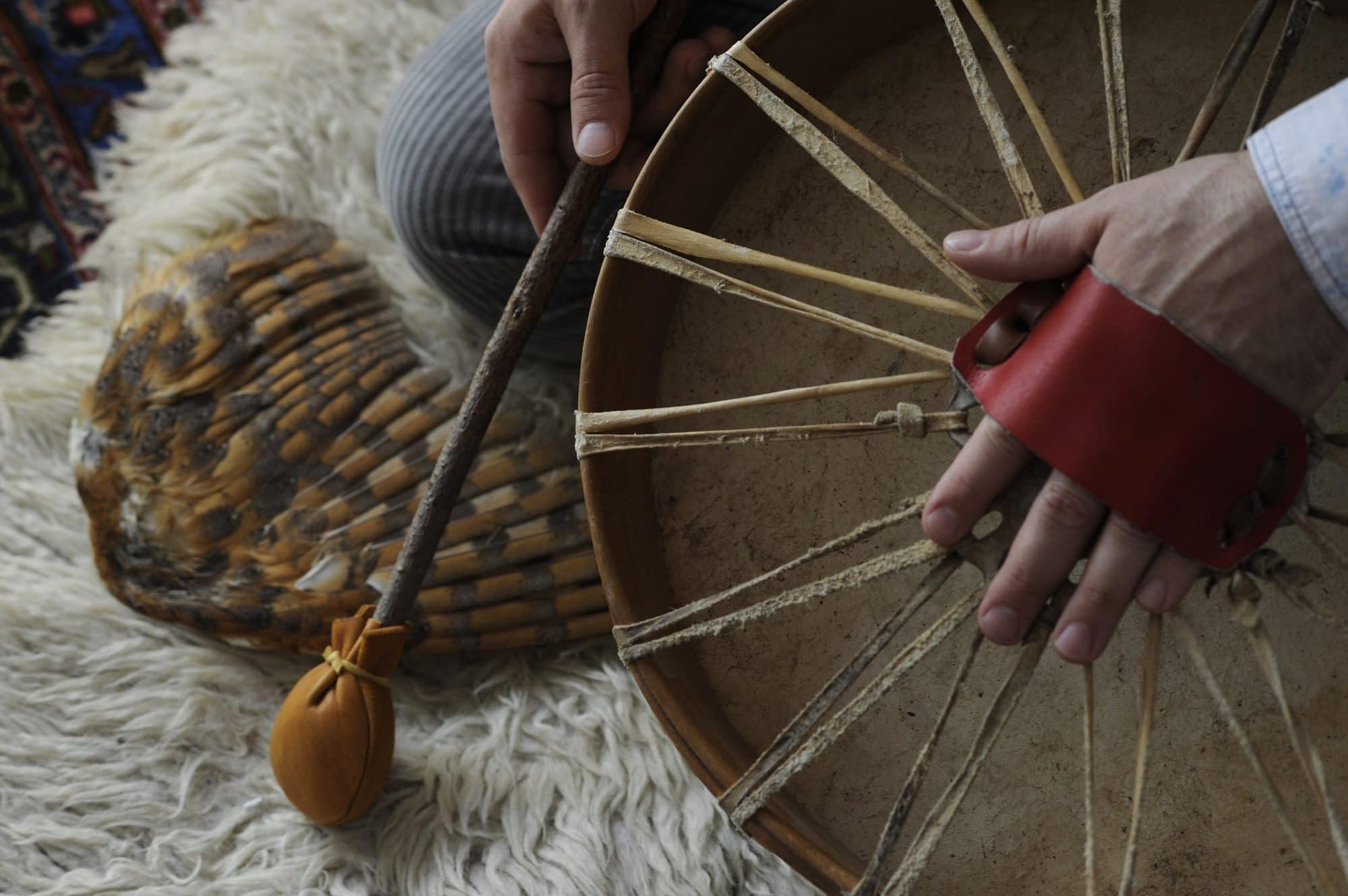 Où recevoir une initiation tambour chamanique et chant intuitif à Paris et alentours ?